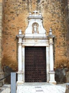 Kirchenportal in Puebla de Sancho Pérez