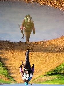 ein Pilger und sein Spiegelbild