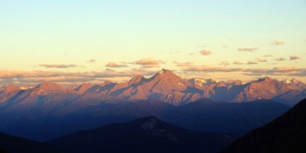 Morgendlicher Blick zu den Stubaier Alpen