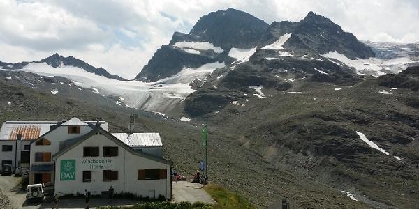 Wiesbadener Hütte (2.443) mit Vermunt- und Ochsentaler Gletscher