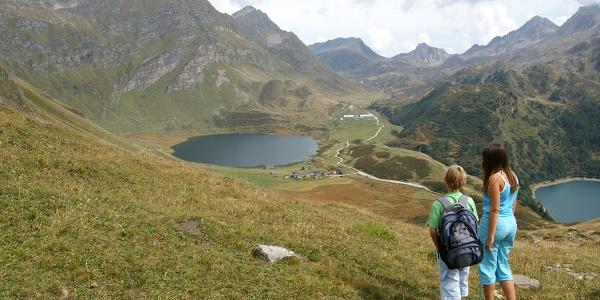 Blick auf Lago Cadagno und Lago Ritóm.