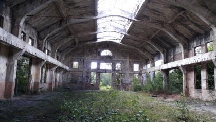 Ruine der Kompressorhalle.