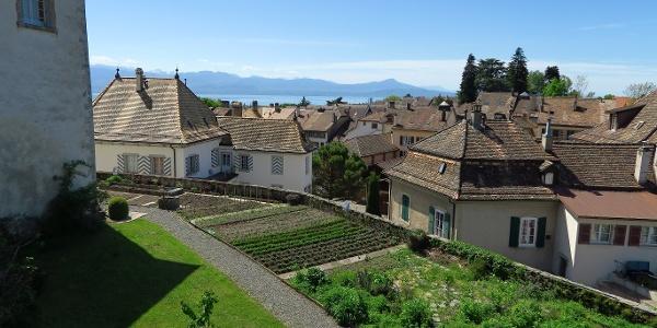 Blick vom Schloss Aubonne über die Stadt.