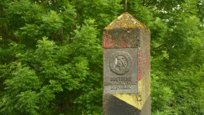 Alter DDR-Grenzsstein in Mödlareuth
