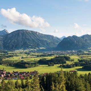 Ausblick von den Ruinen oberhalb der SchlossbergalM:Hohenfreyberg und Eisenberg
