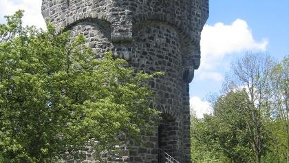 Wir kommen am stattlichen Bismarckturm vorbei.