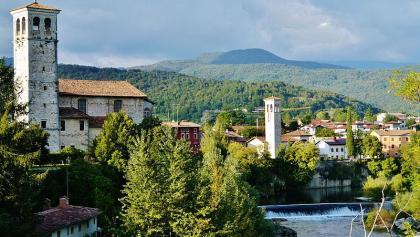 Blick auf Cividale del Friuli vor Alpenpanorama