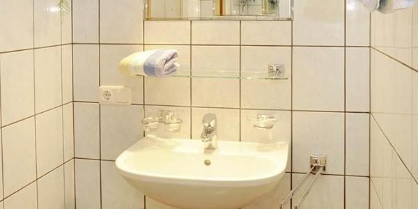 Bad 2. Waschbecken
