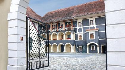 Eingang zur Pfeilburg in Fürstenfeld