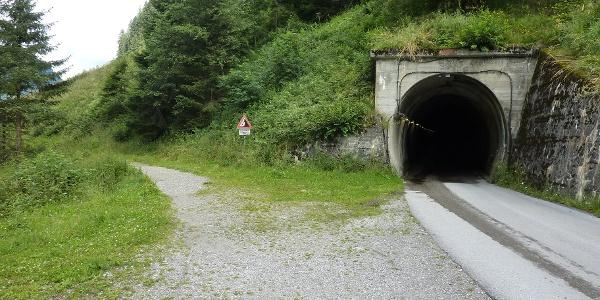 Straßentunnel im Stillupptal