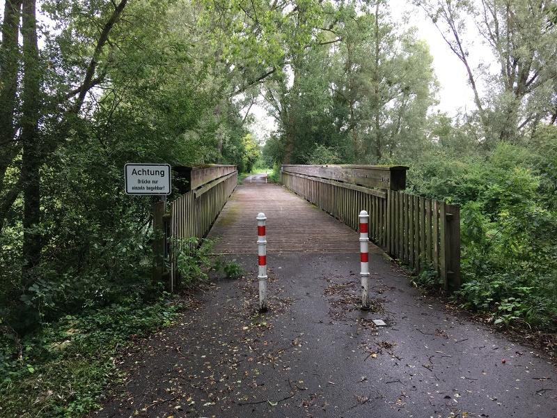 Aachbrücke zwischen Rickelshausen und Moos