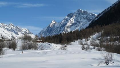 Winterwandern zwischen Wiler und Blatten.