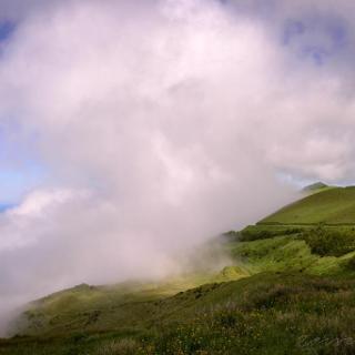Wolken drücken sich oft nur von einer Seite an die Insel