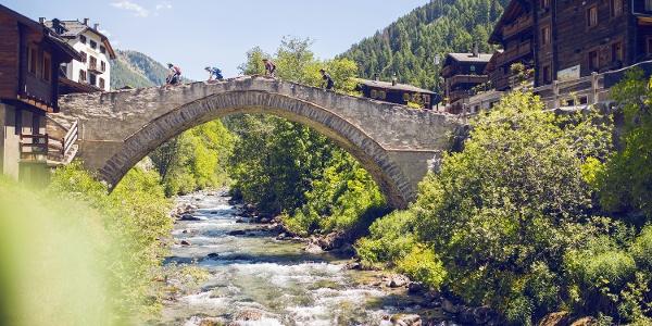 Brücke über der Binna in Binn
