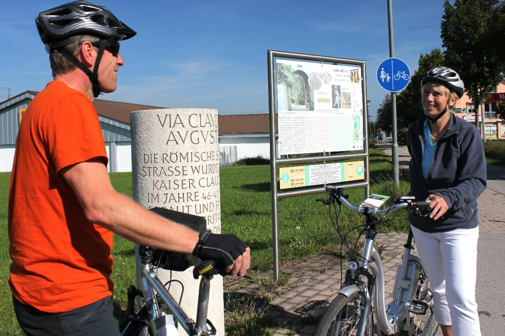 Entlang der gesamten Strecke findet man immer wieder Meilensteine und Informationstafeln (Gabriele Zelisko)