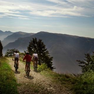 Anello di Brentonico nel Parco Naturale Monte Baldo in MTB