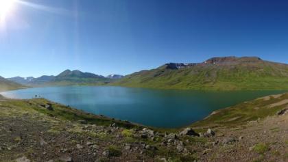 Blick auf den idyllischen See