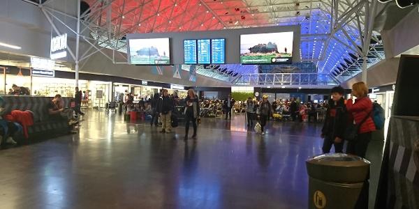 Flughafenhalle des Airports
