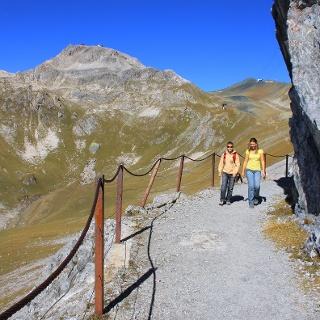 Auf dem Felsenweg zwischen Weissfluhjoch und Strelapass.