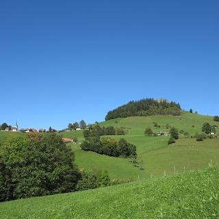 Das Guggershorn über dem Dorf Guggisberg.