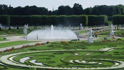 Broderiemuster und Glockenfontäne im Großen Garten