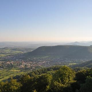 Auch morgens lohnt der Blick vom Rossbergturm nach Gönningen