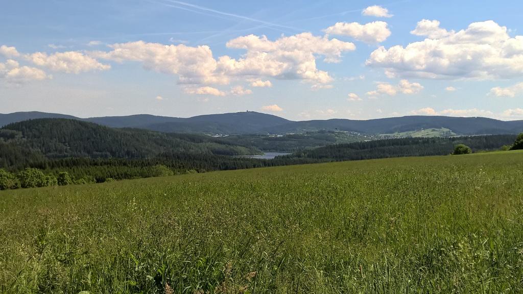 Blick von Hundshübel Richtung Eibenstock und Auersberg