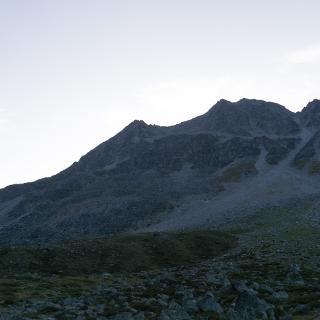 Der NW-Grat der Vertainspitze, wie er sich beim Aufstieg auf die Düsseldorfer Hütte zeigt