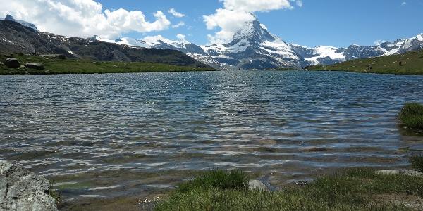 Stellisee mit Matterhorn.
