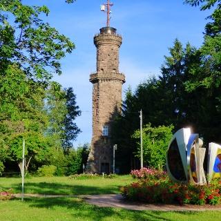 Friedrichsturm mit Duftrosenpark