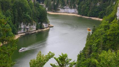 Blick auf den Doubs bei Tête de Calvin.