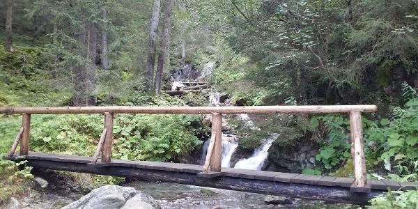 Gritschbach-Wasserfall mit Brücke