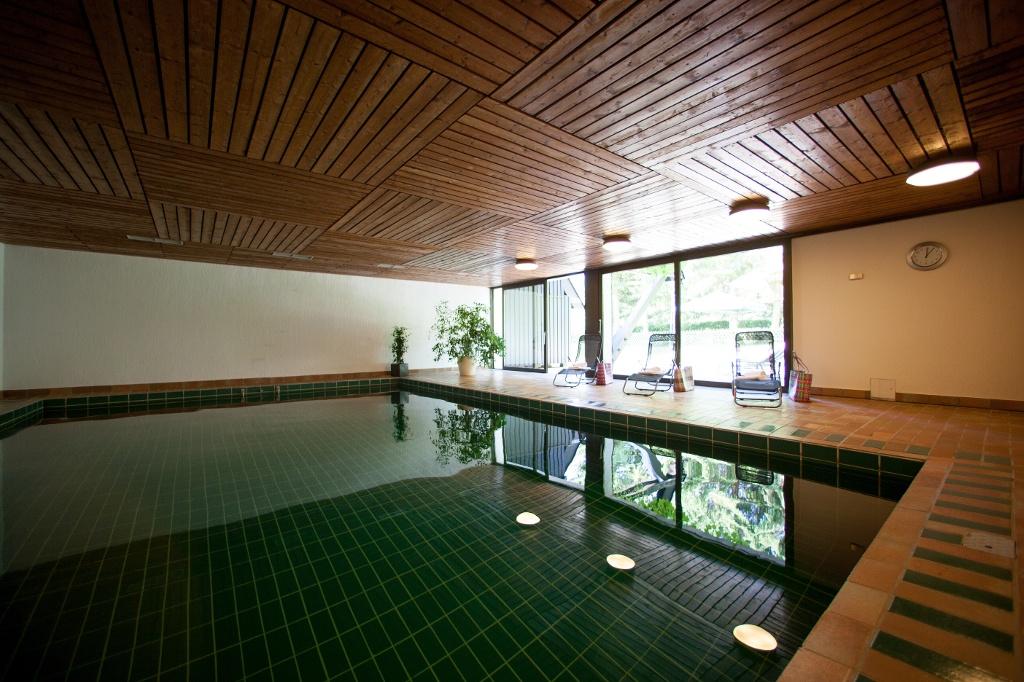 Schwimmbad im Land- und Golfclub St. Eurach ()