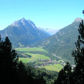 Blick nach Vorderhornbach mit Klimm- und Grubachspitze