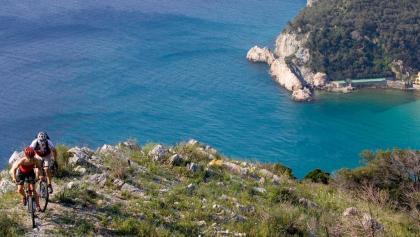 Mountainbiker an der Ligurischen Küste