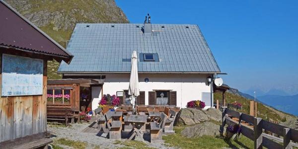 Südansicht der ÖTK-Frischmannhütte in den Ötztaler Alpen
