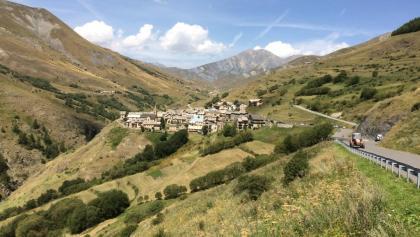 Le village de Chazelle  (Accès au Plateau d'Emparis)