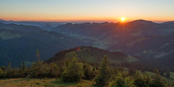 Sonnenuntergang über Balderschwang vom Riedberger Horn