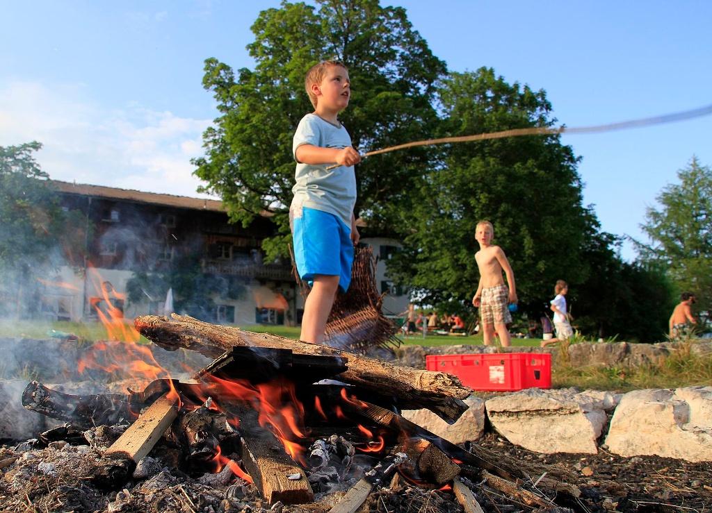 Ein Lagerfeuer macht immer Spaß! ()