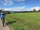 Radfahrer in Richtung Auingen