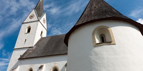 Jakobskirche in Geisthal mit Karner