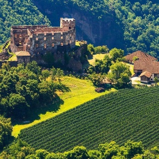 Castle trail San Genesio Bolzano castle Rafenstein