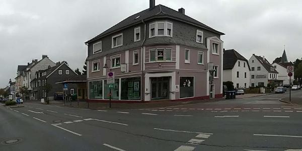 "Start an der Hauptstraße. Links die ""Zwiebelturmkirche"" rechts ""St. Januarius"""