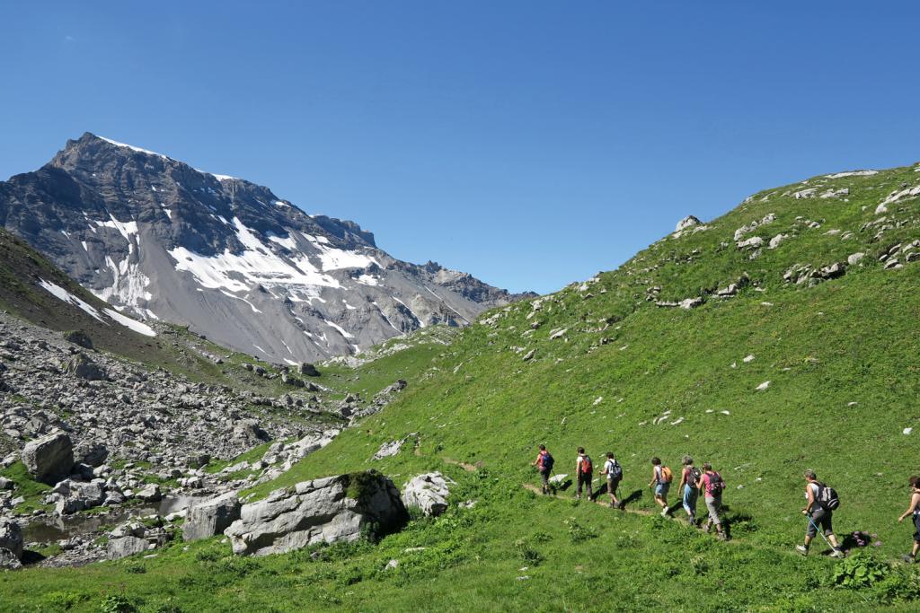 Wandergruppe auf dem Weg zum Chindbettipass.