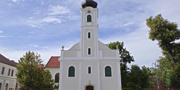 Református templom a szökőkúttal