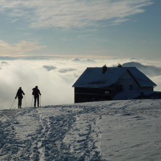 Reisalpen-Schutzhaus über dem Nebelmeer