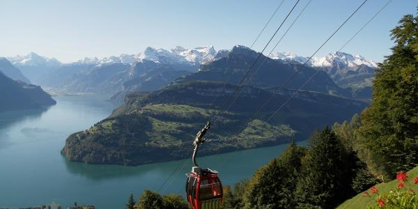 Urmibergbahn mit Aussicht vom Bergrestaurant Timpelweid