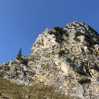 Blick von unten auf den Friedberger Klettersteig