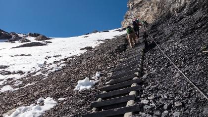 Die steile Treppenpassage auf das Hohtürli.