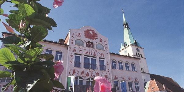 Arik-Brauer-Rathaus Voitsberg im Frühling